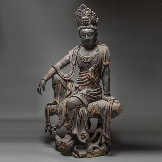 Wooden Sculpture of the Bodhisattva Guanyin For Sale In Los Angeles - Image 6 of 6