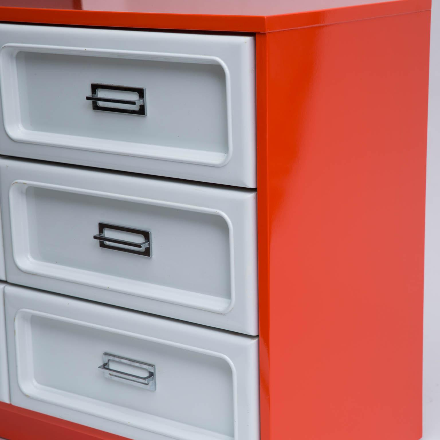 Basset Plastic Front Dresser In The Manner Of Raymond Loewy   Image 4 Of 7