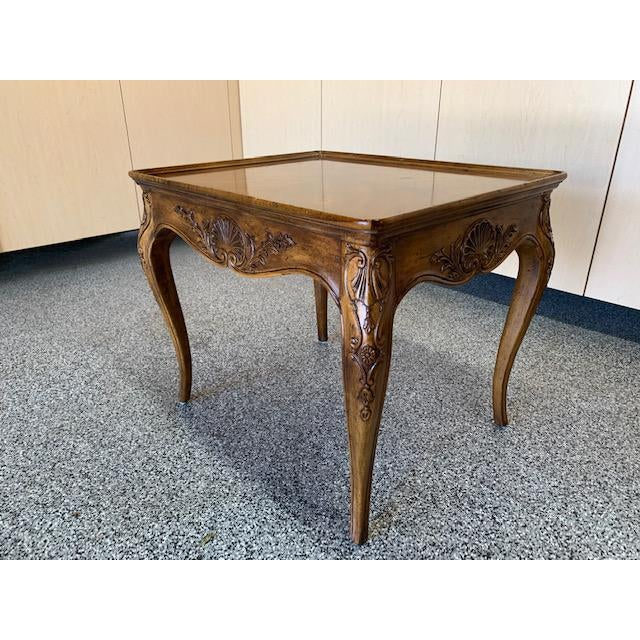 Henredon French Provincial end table in excellent condition. Fine craftsmanship with exquisite detail. This table has a...