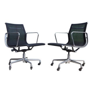 Herman Miller Aluminum Group Management Office Chair Black Mesh with Casters Mid Century Vintage 1958 Design Designer Eames - a Pair For Sale
