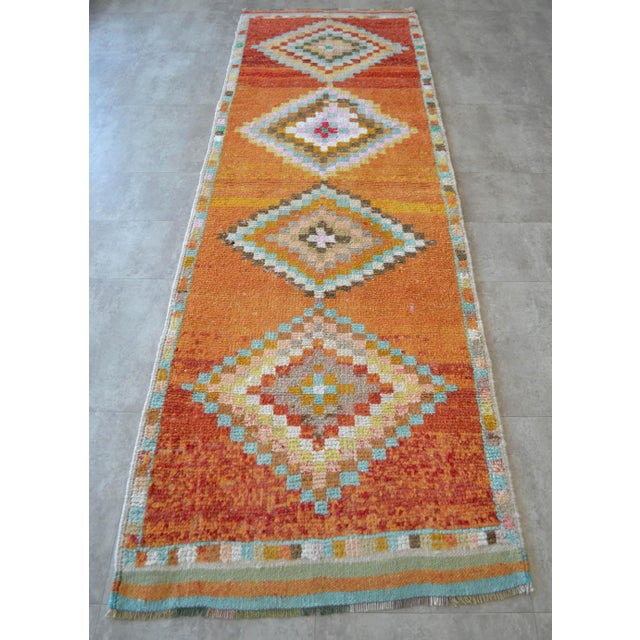 1970s Hand-Knotted Turkish Runner Rug. Low Pile Herki Short Runner 3′3″ × 10′ For Sale - Image 5 of 11