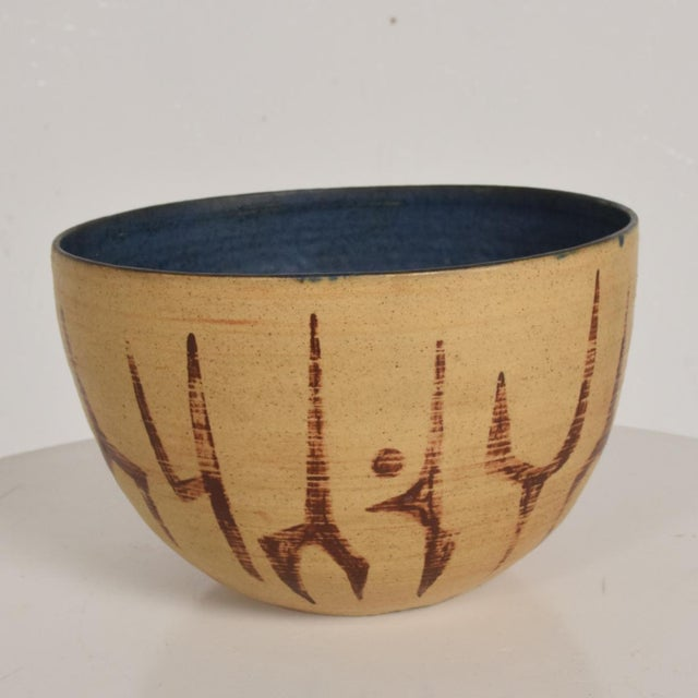 1960s Mid Century Modern Bowl With Beautiful Decoration, Earth Tones With Blue Inside Natzler Era For Sale - Image 5 of 9