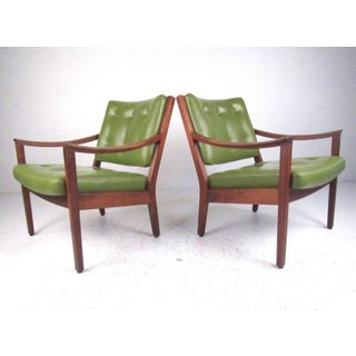 Pair of Mid-Century Modern Armchairs by Gunlocke Preview