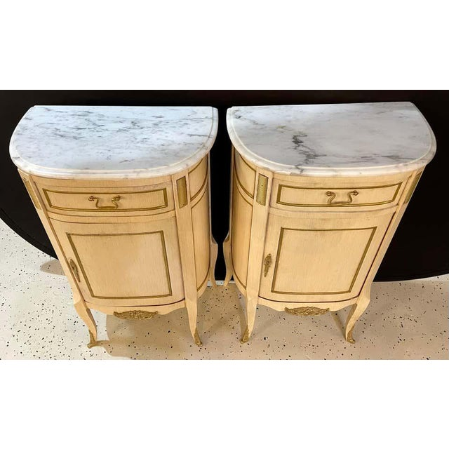 Hollywood Regency Painted End Tables, Nightstands or Pedestals, a Pair For Sale - Image 4 of 13