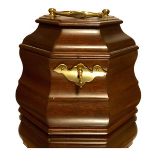 18th Century Style Colonial Williamsburg Mahogany Tea Caddy With Key For Sale