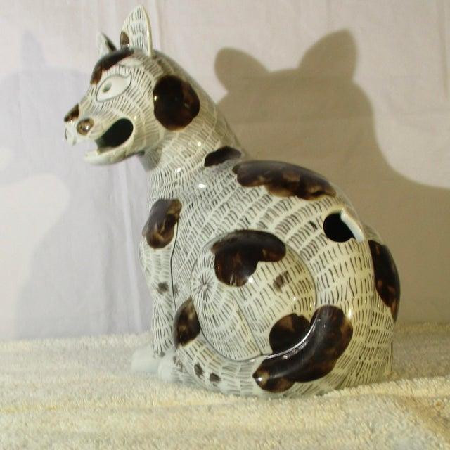 Mottahedeh porcelain copy of Rockefeller Collection KangHai cat. Beautiful porcelain copy of Nelson Rockefeller...