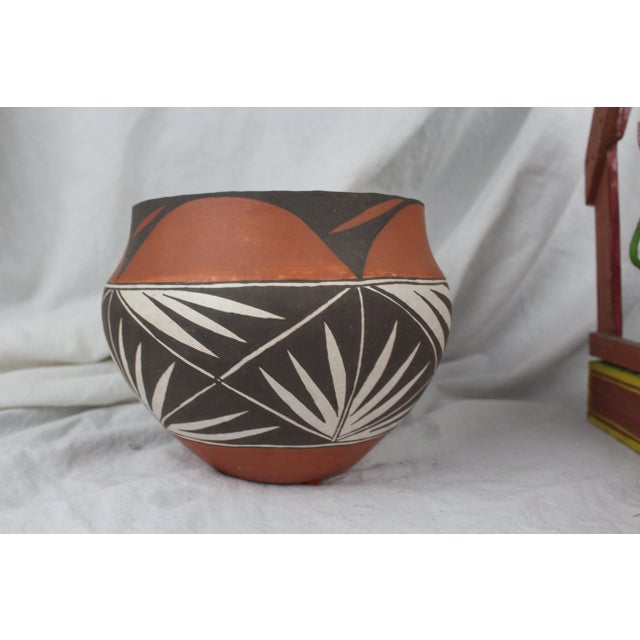 Acoma ceramic pot/platner in orange, white and brown. Pottery of the Acoma Pueblo in New Mexico.