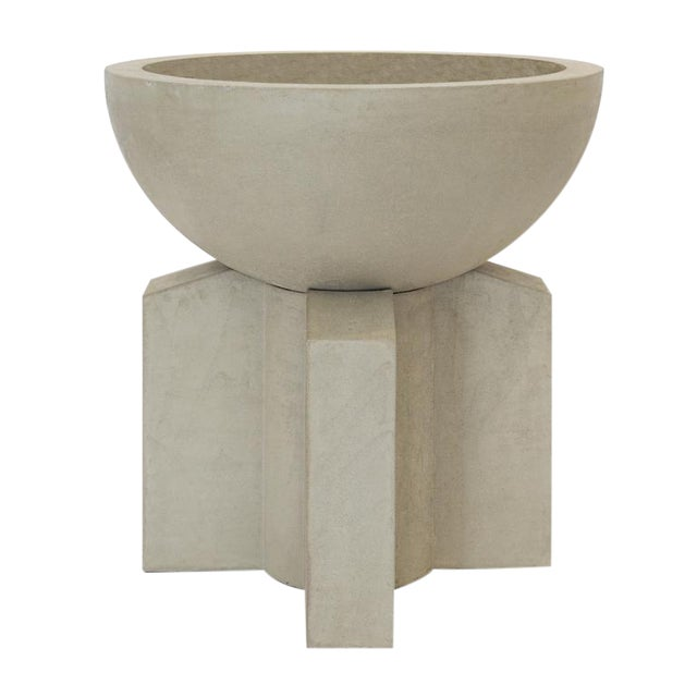 The Californian III Cast Concrete Planter - Image 1 of 3