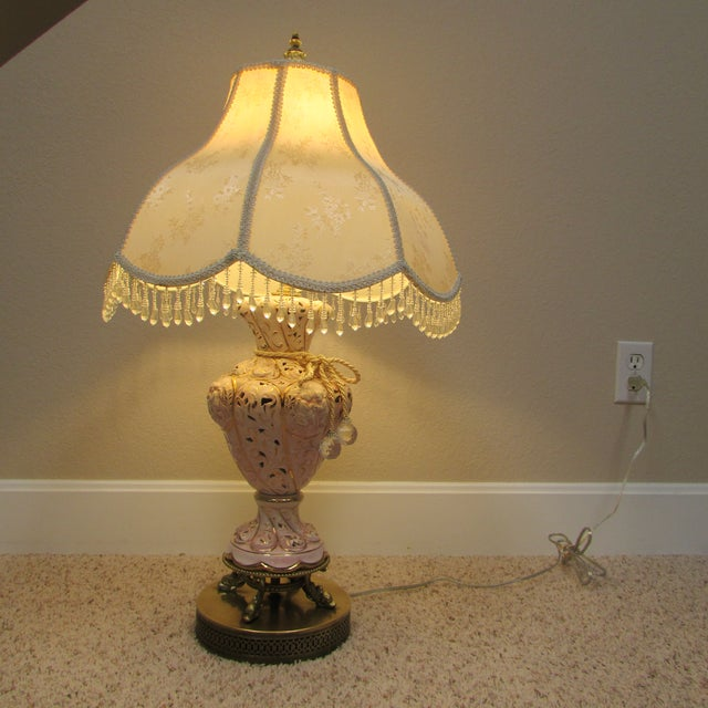Early 20th Century Vintage Italian Pink and Gold Capodimonte Table Lamp With Shade For Sale - Image 5 of 12