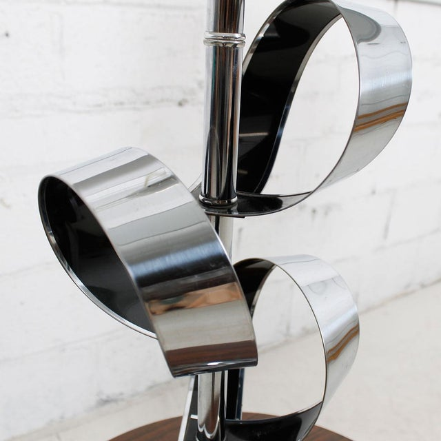 Mod '70s Chrome Table Lamp With Ribbon Motif For Sale In Washington DC - Image 6 of 7