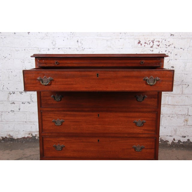 Vintage Georgian Mahogany Bachelor Chest or Commode For Sale In South Bend - Image 6 of 10