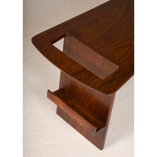 1950s Pair of Wedge Top Magazine Tables by Jens Risom For Sale - Image 5 of 5