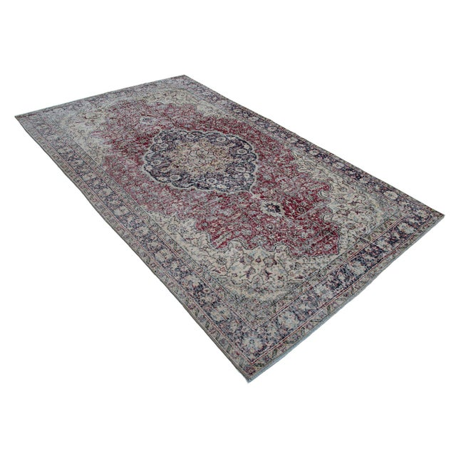 For a contemporary look with an abstract appeal, this skillfully crafted hand knotted vintage Turkish distressed rug has...
