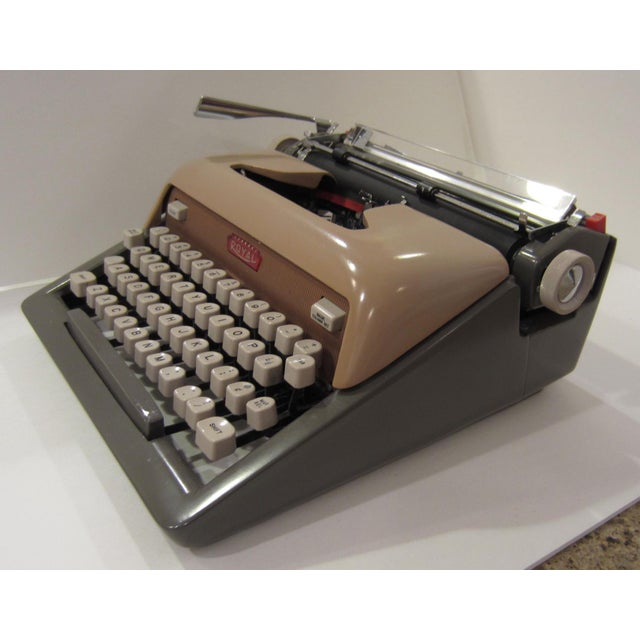 Mid-Century Royal Futura 800 Typewriter - Image 6 of 10