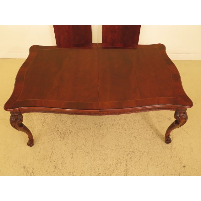 HENREDON Georgian Mahogany Dining Room Table Age: Approx: 15 Years Old Details: Nice Carved Details High Quality...
