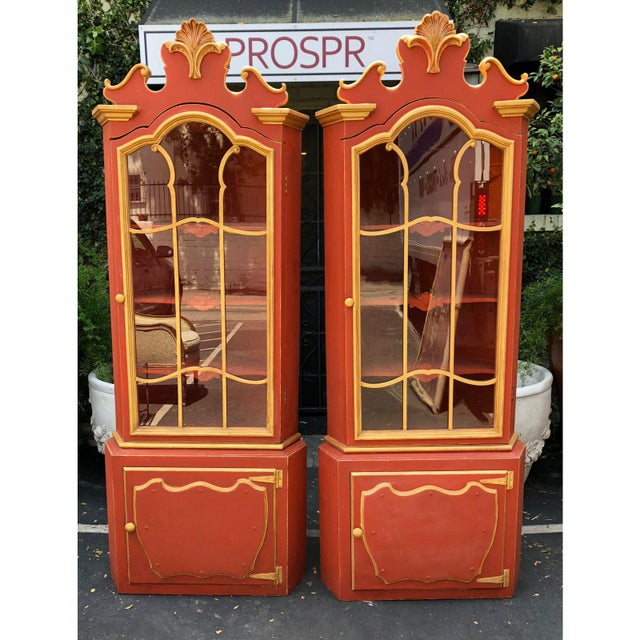 William Haines Pair Red & Gold Hollywood Regency Corner Display Cabinets -Dorothy Draper For Sale - Image 4 of 5