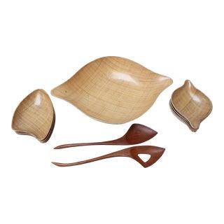 Grainware Set - Salad Bowls and Tray - Mid Century Retro - Plastic With Raffia For Sale