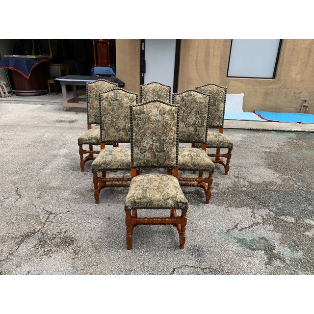 Fine set of 6 French Louis XIII style dining chairs with chapeau de gendarme backs, circa 1900s. Vintage fabric upholstery...
