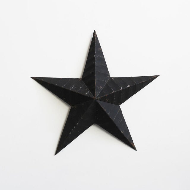 Vintage painted tin stars. Three sizes available in rustic red carbon black or vintage white. There are 4 stars available,...