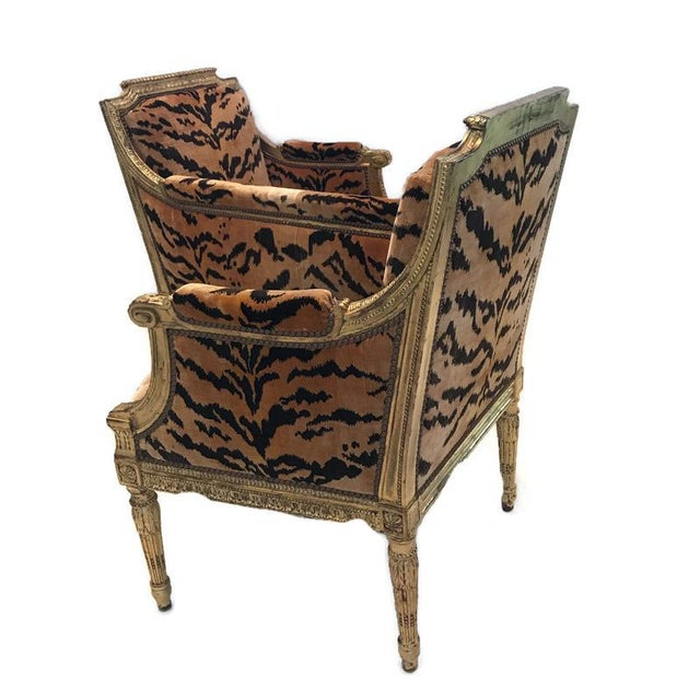 Wood Vintage French Louis XVI Style Giltwood Tete-A-Tete Settee For Sale - Image 7 of 13