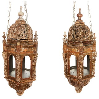 Pair of 18th Century Italian Giltwood Lanterns For Sale