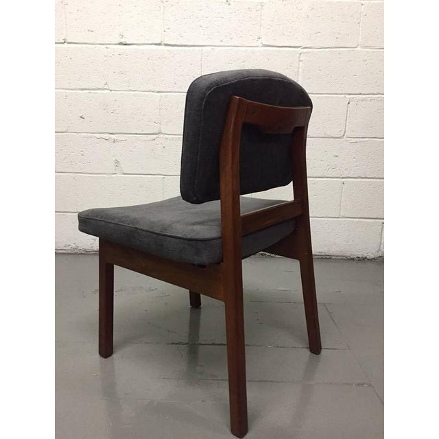 Mid-Century Modern Set of Four Walnut Jens Risom Chairs For Sale - Image 3 of 6