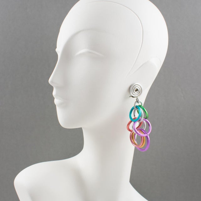 Lovely David Spada, New York signed dangling clip on earrings. Featuring a cool Space Age 1980s design with dangle...