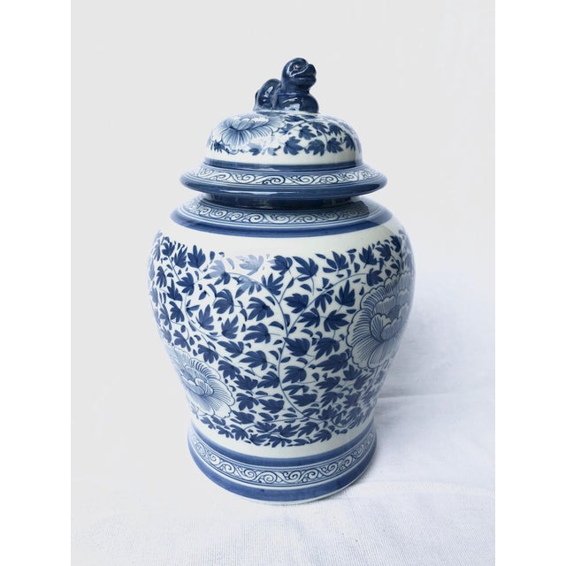 Asian Blue and White Porcelain Jar With Foo Dog Lid For Sale - Image 3 of 7