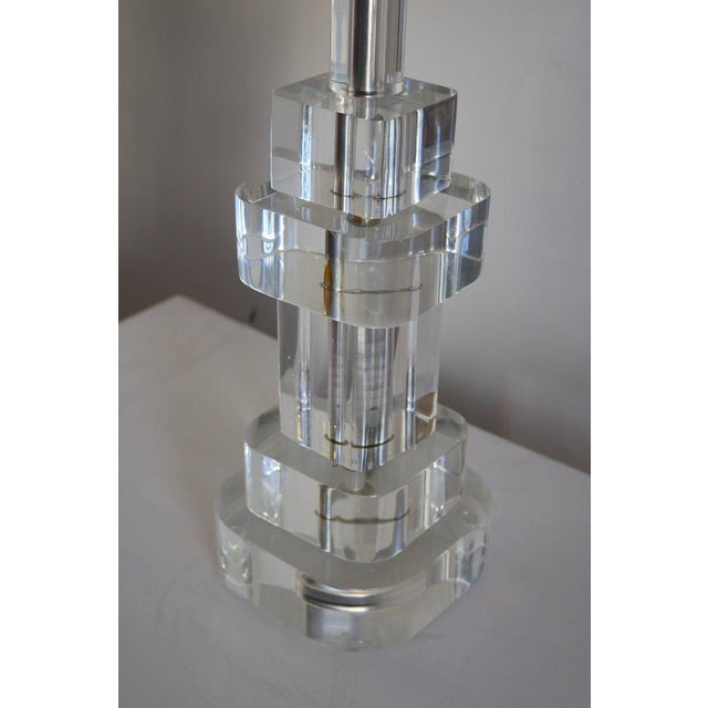 Mid-Century Modern Clear Lucite Table Lamp Attributed to Karl Springer For Sale - Image 3 of 5