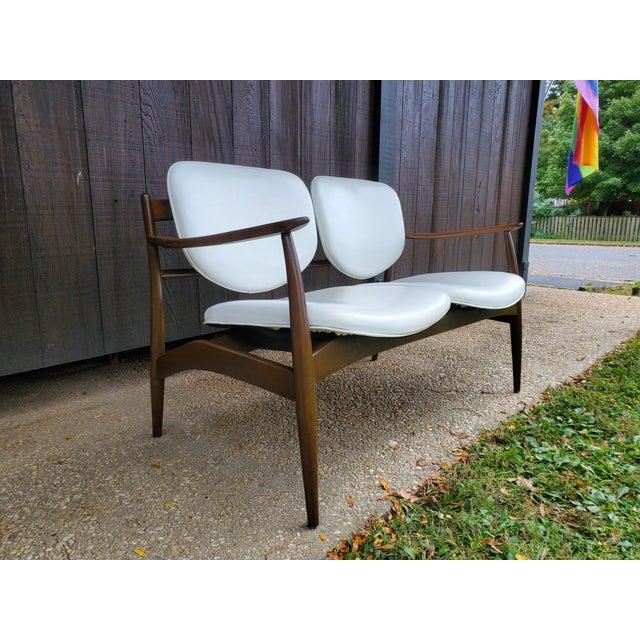 Finn Juhl Mid 20th Century Danish Modern Style White Settee For Sale - Image 4 of 13