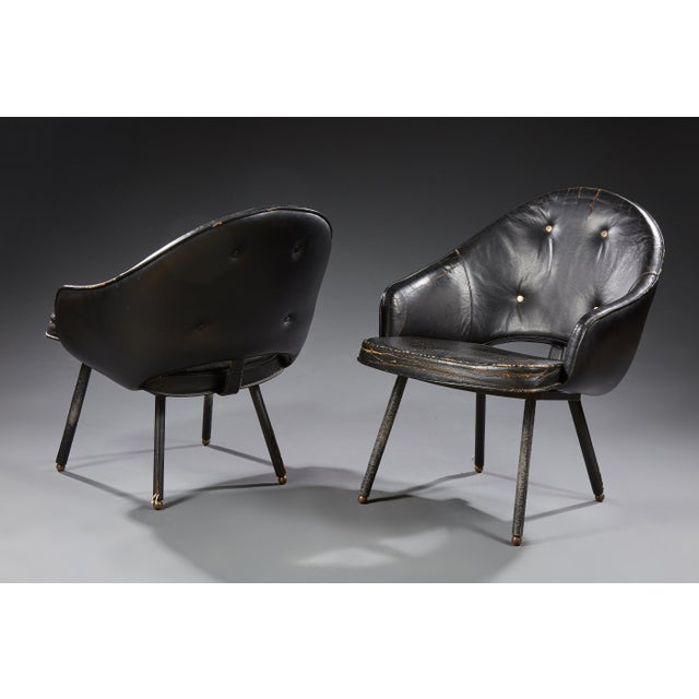 Jacques ADNET (1900-1984) Pair of armchairs, Circa 1960 Pair of stitched leather armchairs, metal structure. Original...