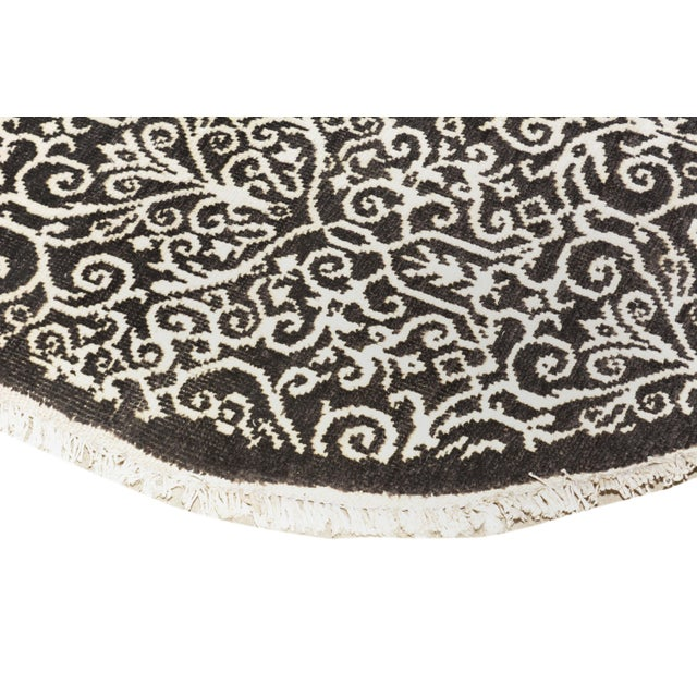 Kafkaz Peshawar Cyrena Charcoal & Ivory Wool & Viscouse Round Rug - 5'10 X 6'0 For Sale In New York - Image 6 of 8