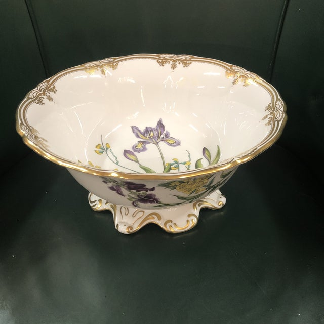 Spode Scalloped Rim Botanical Bowl with Gold Details For Sale - Image 6 of 7