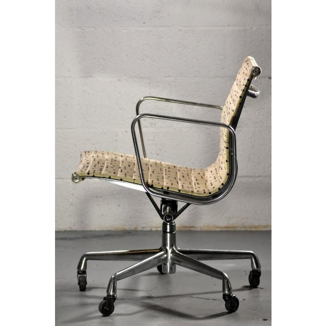 Herman Miller Herman Miller Eames Dot Fabric Aluminum Group Management Chair - Set of 10 For Sale - Image 4 of 10
