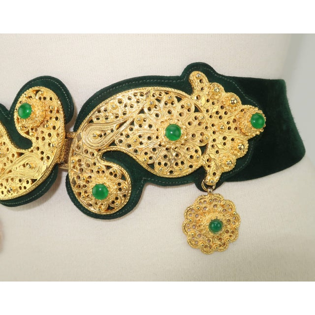 Contemporary 1970's Judith Leiber Gold Filigree Mughal Style Emerald Green Belt For Sale - Image 3 of 11