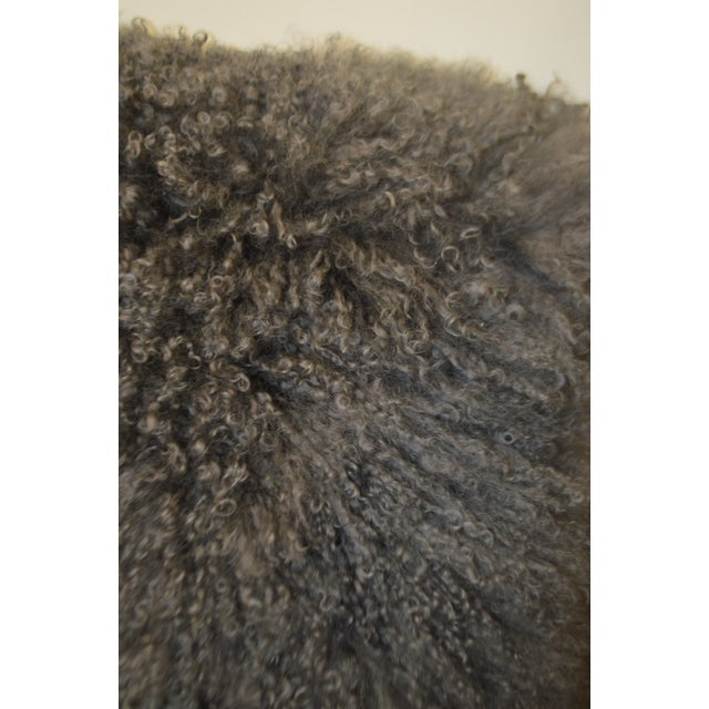 """2010s 24"""" X 24"""" Grey Curly Lamb's Wool Skin Decorative Pillows - a Pair For Sale - Image 5 of 9"""
