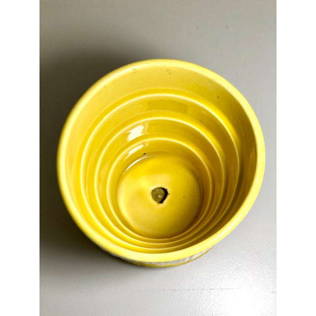 """American McCoy Pottery 1940s - 1960s Medium """"Yellow"""" Mid-Century Flowerpot and Saucer For Sale - Image 3 of 6"""