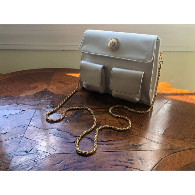 1980s 1980s Gianni Versace White Silk Medusa Purse With Gold Chain For Sale - Image 5 of 13