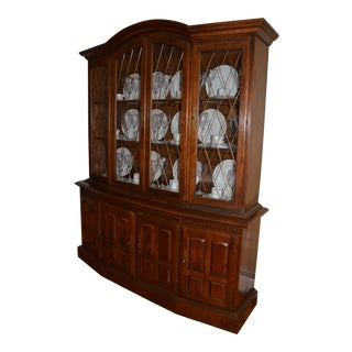 20th Century Traditional Ethan Allen Classic Manor Collection China Cabinet For Sale