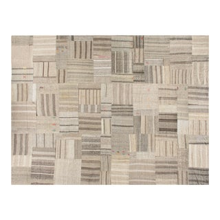 Stark Studio Rugs Contemporary Flat Woven 100% Wool Rug - 13′ × 17′ For Sale