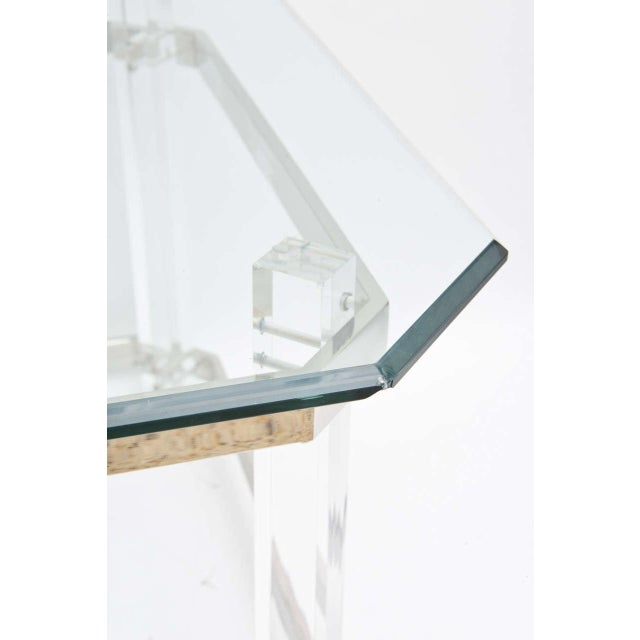 This cocktail table in lucite and polished chrome was created in the 1970s by the iconic furniture designer and...