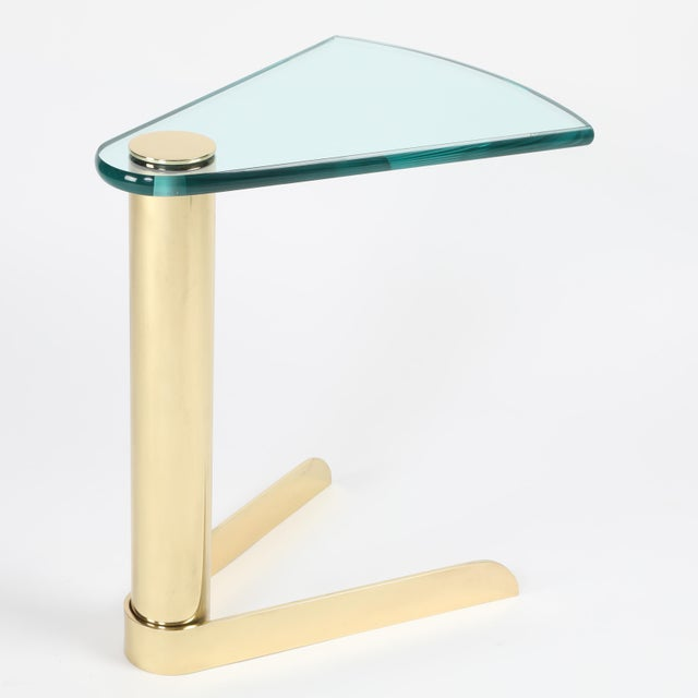 1970S WEDGE-SHAPED OCCASIONAL TABLE IN BRASS AND GLASS BY PACE FURNITURE - Image 3 of 7