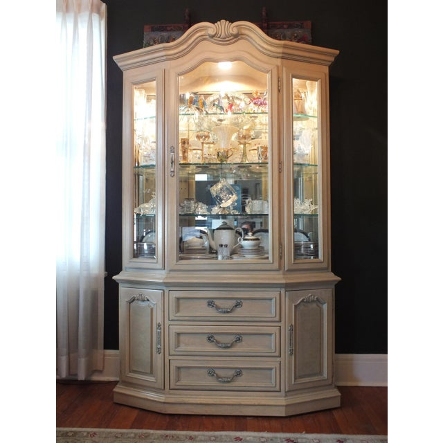 Thomasville Country French China Cabinet - Image 3 of 11