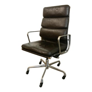 Eames Soft Pad Aluminum Group Executive Chair For Sale