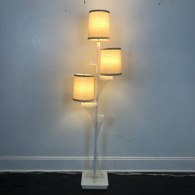 Mid-Century Modern 1950s Lucite Moss Studios Floor Lamp With Original Shades For Sale - Image 3 of 12