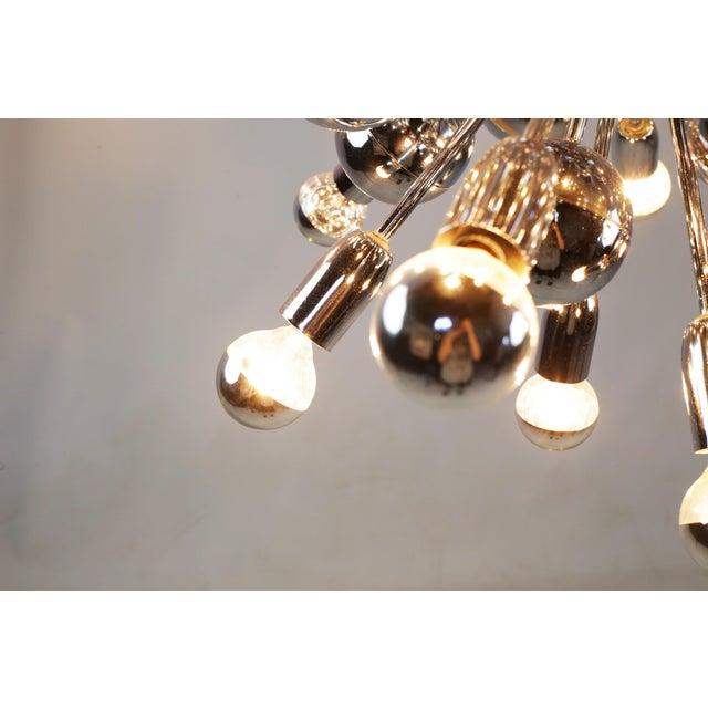 Mid-Century Lightolier 20 Light Sputnik Chandelier For Sale - Image 5 of 9