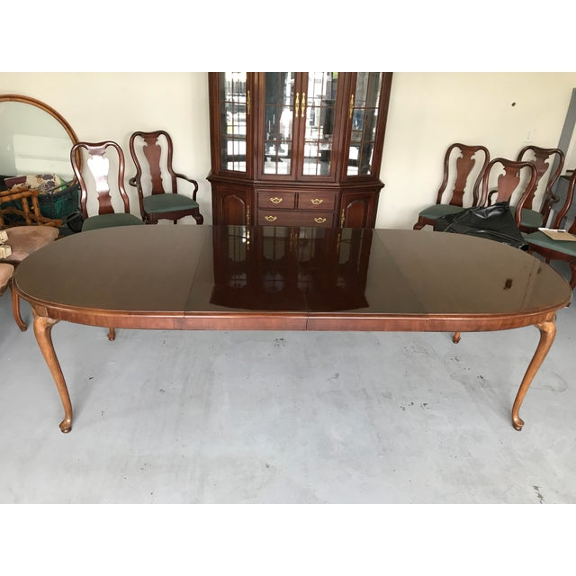 Mint condition Queen Anne Dining table with two leaves. Fulle stretched with leaves this table is 108.5 inches by 44...
