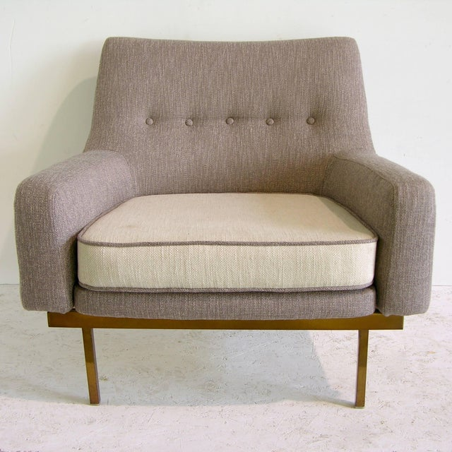 1970s Arflex Italian Brass Base Two-Tone Pepper Cream and Taupe Gray Armchair For Sale - Image 12 of 13