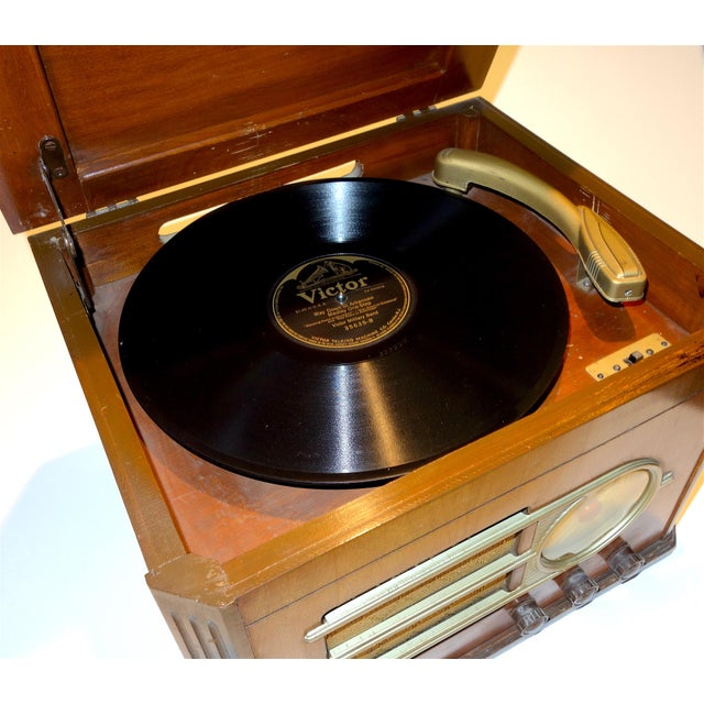 American Circa 1946 'Silver Tone' Console Antique Table Radio and Phonograph Combination For Sale - Image 3 of 5