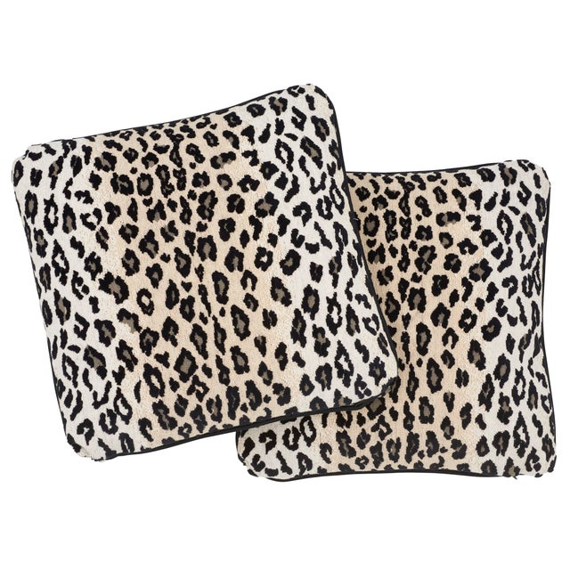 Contemporary Contemporary Schumacher Safari Epingle Pillow in Snow Leopard For Sale - Image 3 of 5